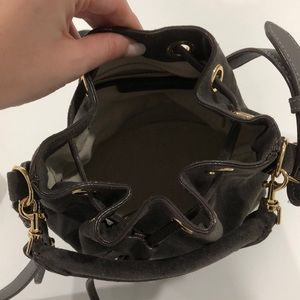 Ann Taylor Bags - Neutral shoulder strap bucket bag with a handle